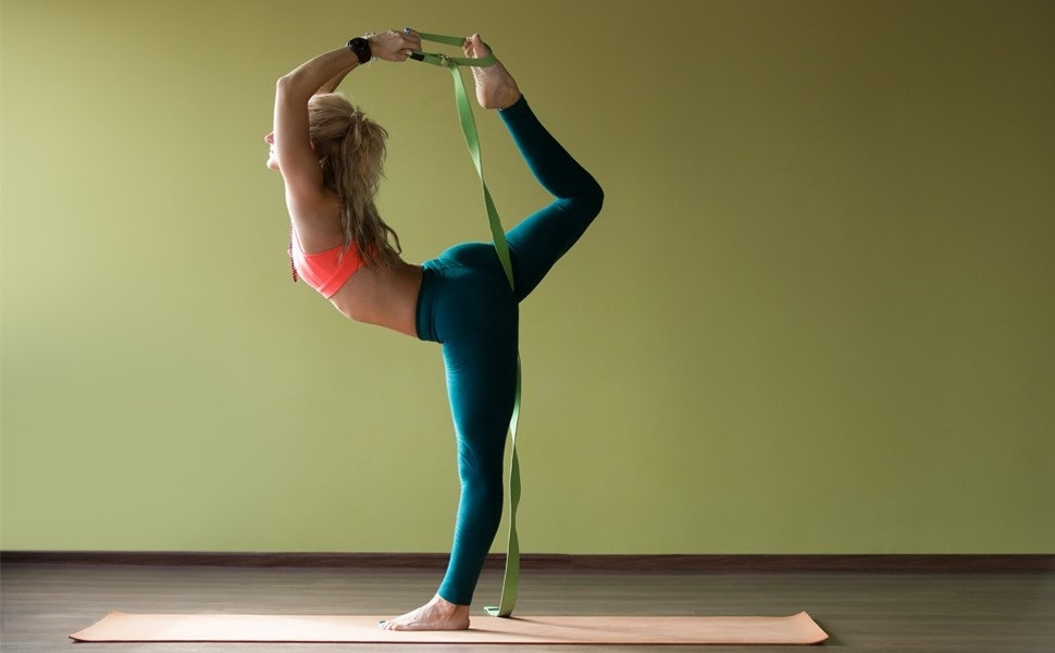 the best yoga accessories to help with challenging poses | yoga accessoires