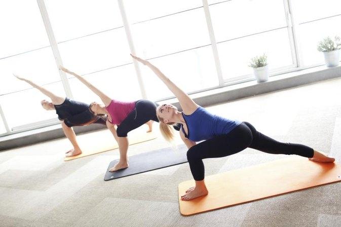 Gibt es einen Unterschied zwischen Power und Vinyasa Yoga?