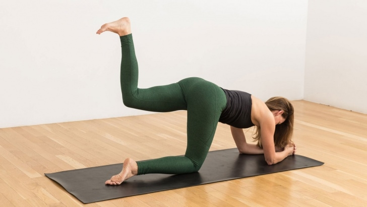 best yoga poses for glutes image