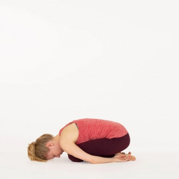 essential balasana child pose image