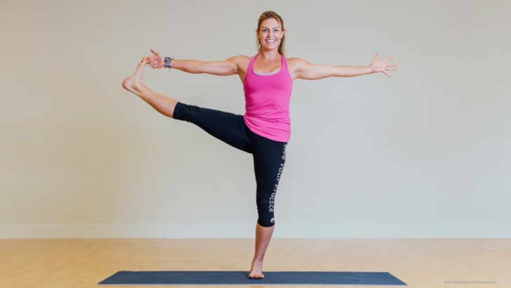 simple standing balance poses in yoga pictures
